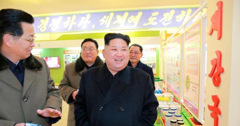 Kim Jong Un il 12 gennaio al centro nazionale delle scienze. Foto è della nordcoreana KCNA, Reuters non ne assicura autenticità